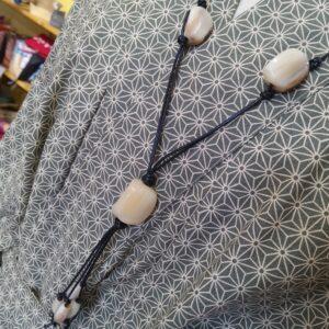 Collier perles corne