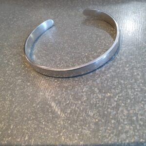 Bracelet manchette ouverte aluminium recyclé