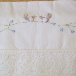 Housse de matelas à langer – écureuil fleurs bleues