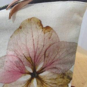 pochette 100% coton organique imprimée et brodée 22 cm